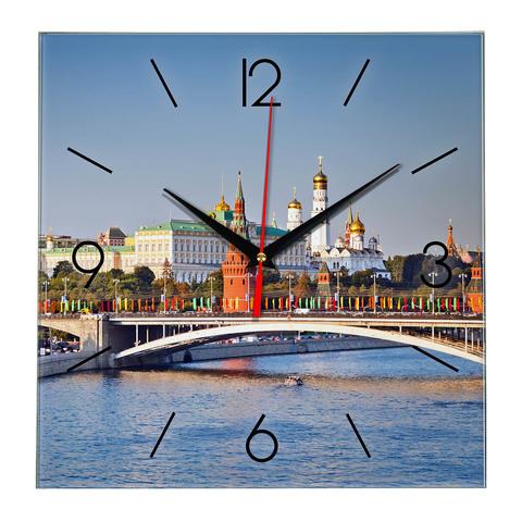 Часы с видом на Кремль Москва 18 02