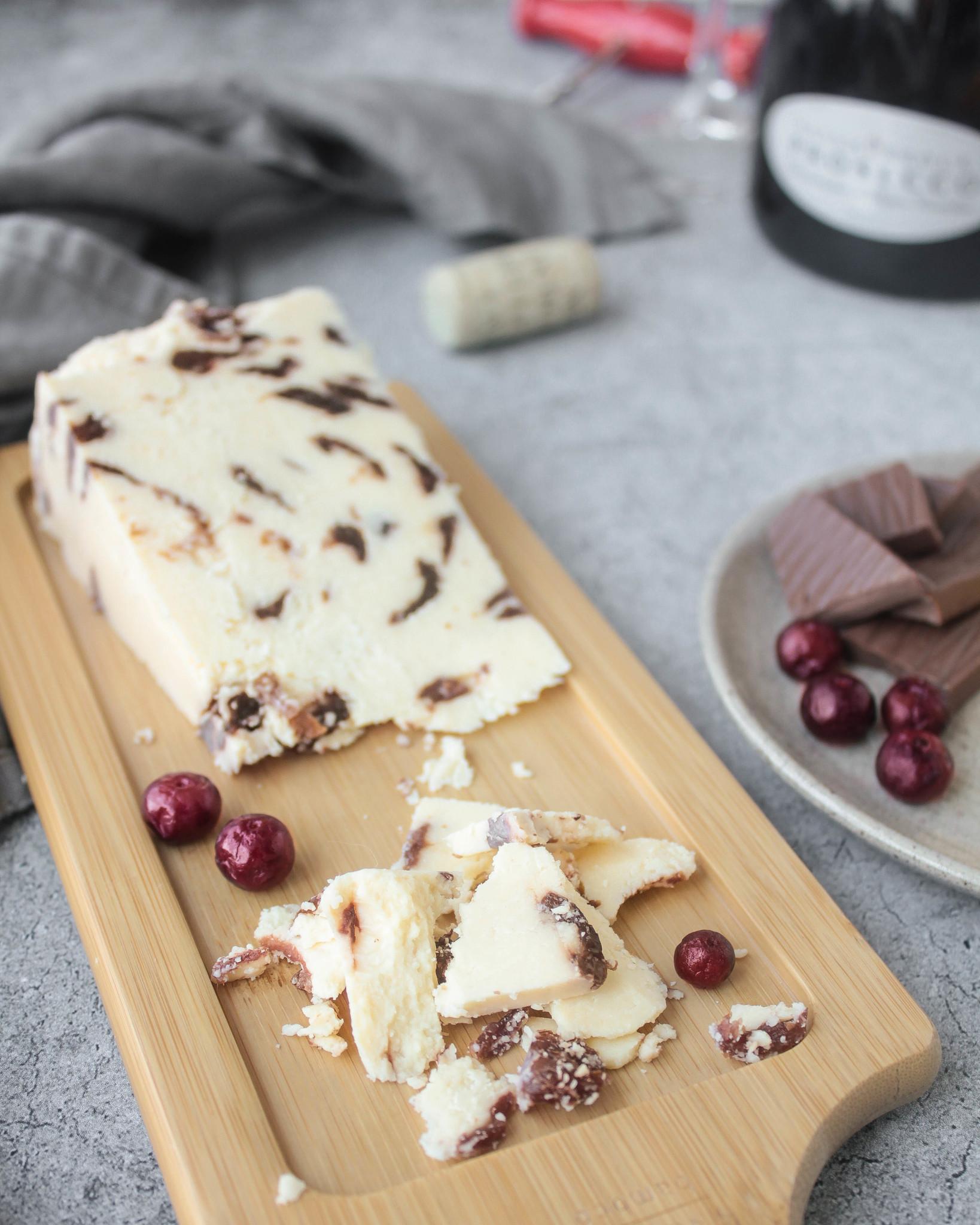 Десертный сыр Ильчестер с клюквой, кг
