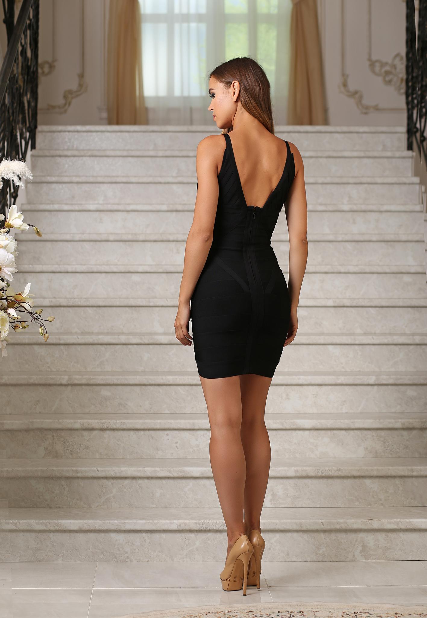 Бандажное мини платье с декольте