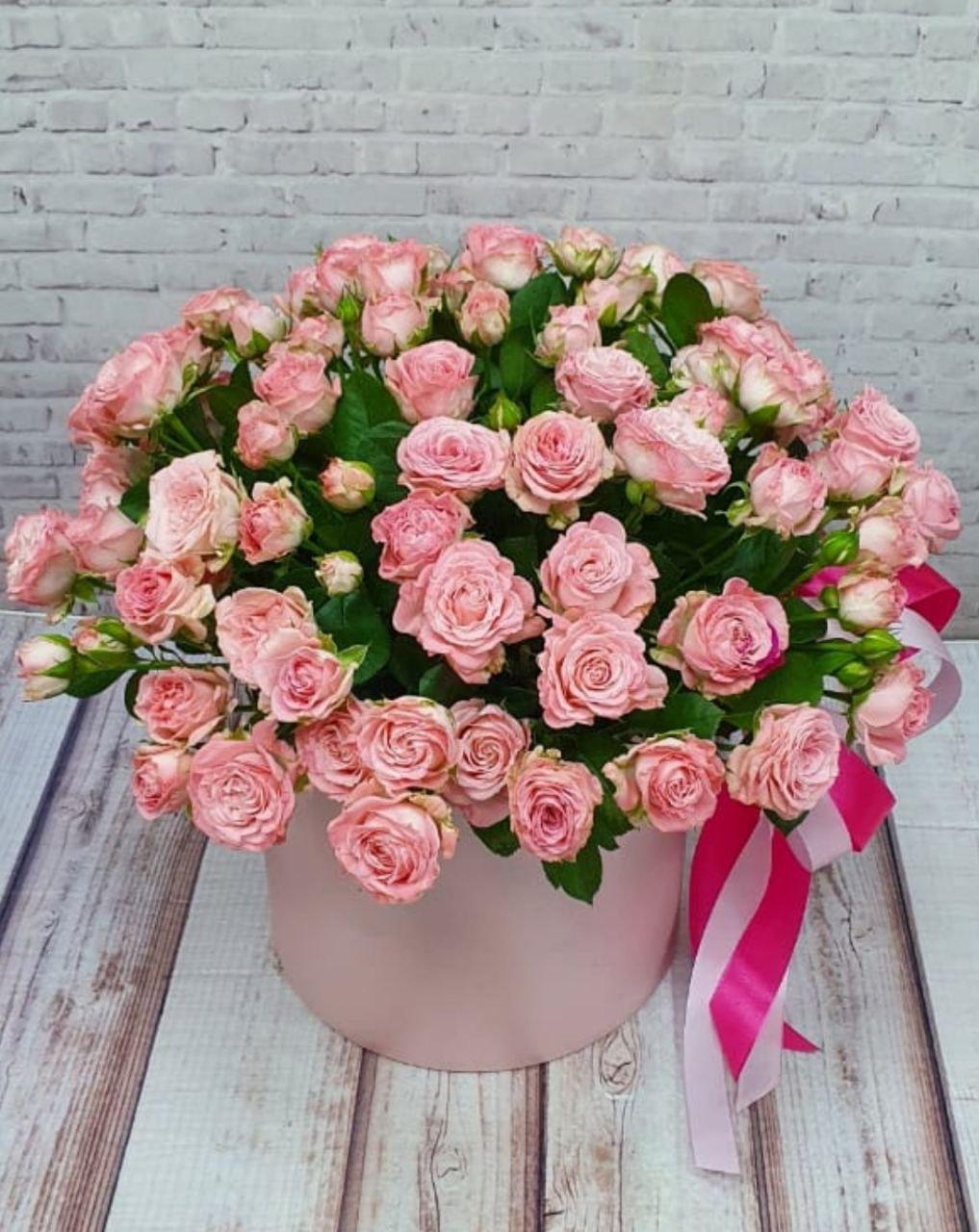 Роза кустовая в шляпной коробке (ШК-48)