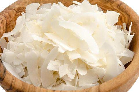 Кокосовые лепестки безглютеновые в тарелке