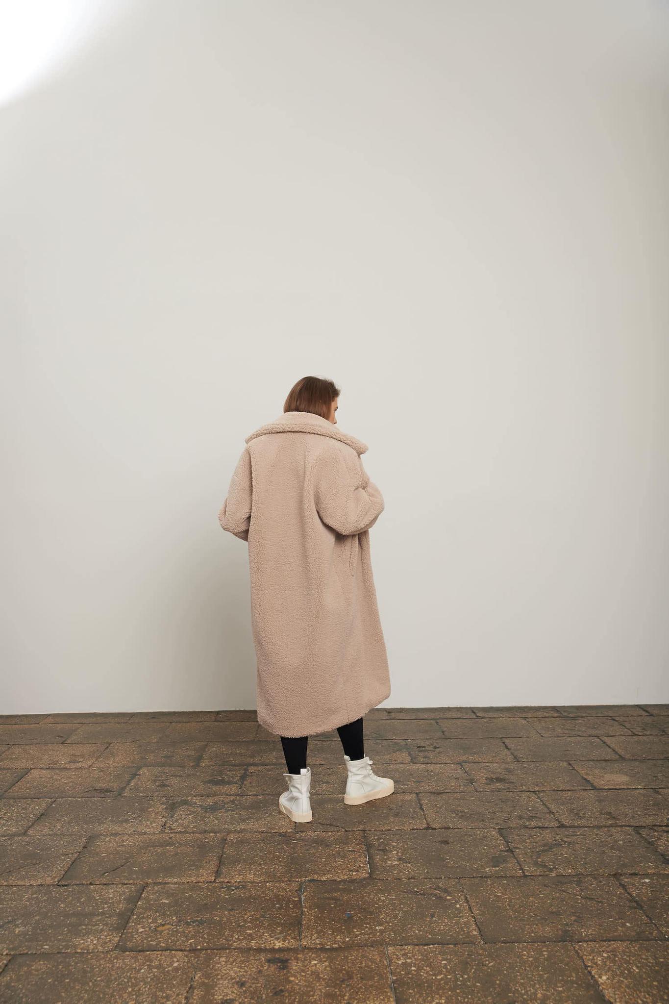 Пальто из экомеха, беж