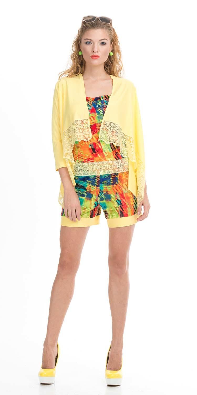 Жакет Д445б-483 - Жакет ярко-желтого цвета - то, что нужно, для создания солнечного настроения. Удлиненная спинка оформлена в современном стиле, передние полочки укорочены и украшены кружевными вставками с рисунком, напоминающим дольки лимона. Нарочито-небрежный стиль позволяет сразу погрузиться в романтику вечерних прогулок по морской набережной, а оригинальный крой джемпера прекрасно смотрится на фигуре любого типа, придавая стройность и загадочность даме.
