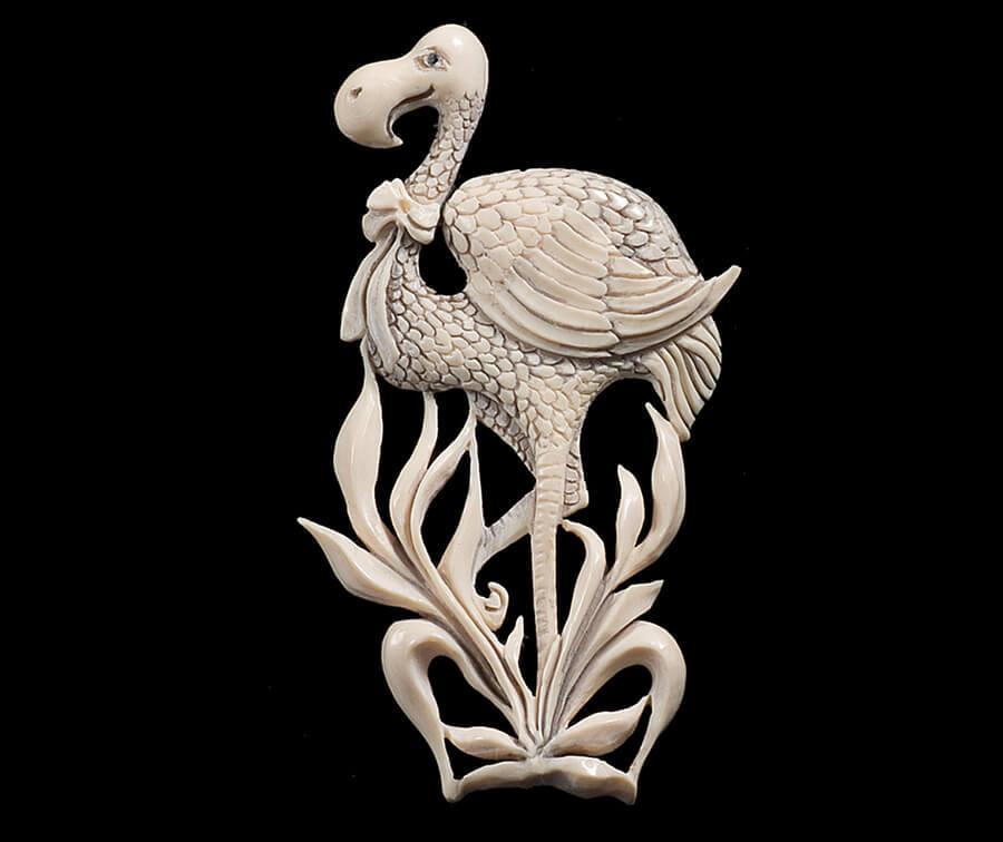 брошь фламинго из бивня мамонта