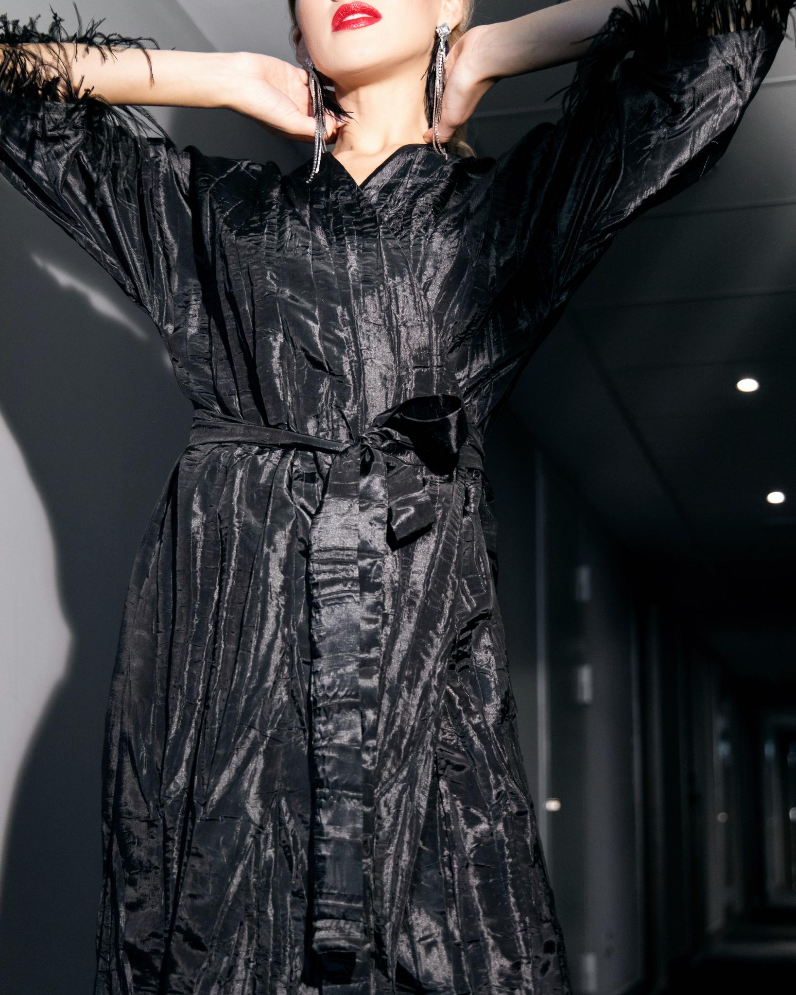 Платье на запах из тафты