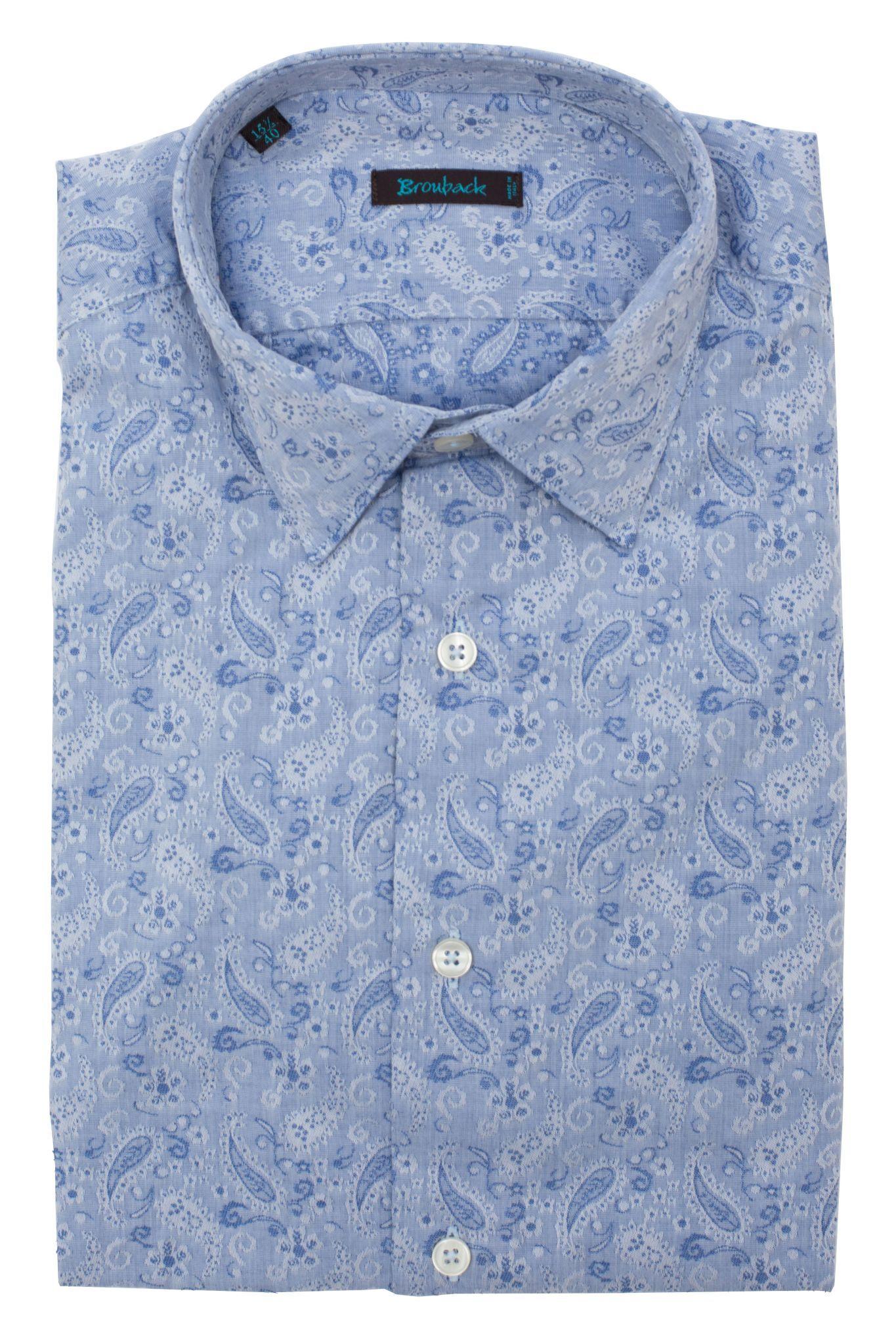 Светло-голубая рубашка в огурец