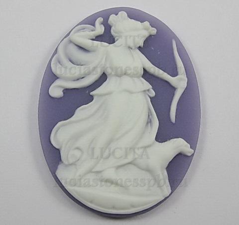 "Камея ""Богиня Диана"" белого цвета на сиреневом фоне 30х40 мм ()"