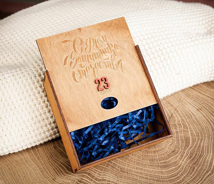 BOX215-2 Подарочная коробка коричневого цвета к 23 февраля (17*17*7 см) фото 03