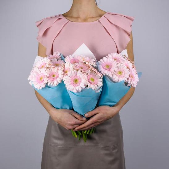 Купить недорогой букет розовые гермини герберы ромашки Пермь