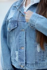 Джинсовая куртка со стразами на спине купить