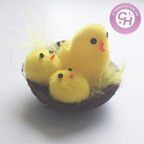 Пасхальная курочка с 2мя цыплятами в гнезде, 5 см, 1 шт.