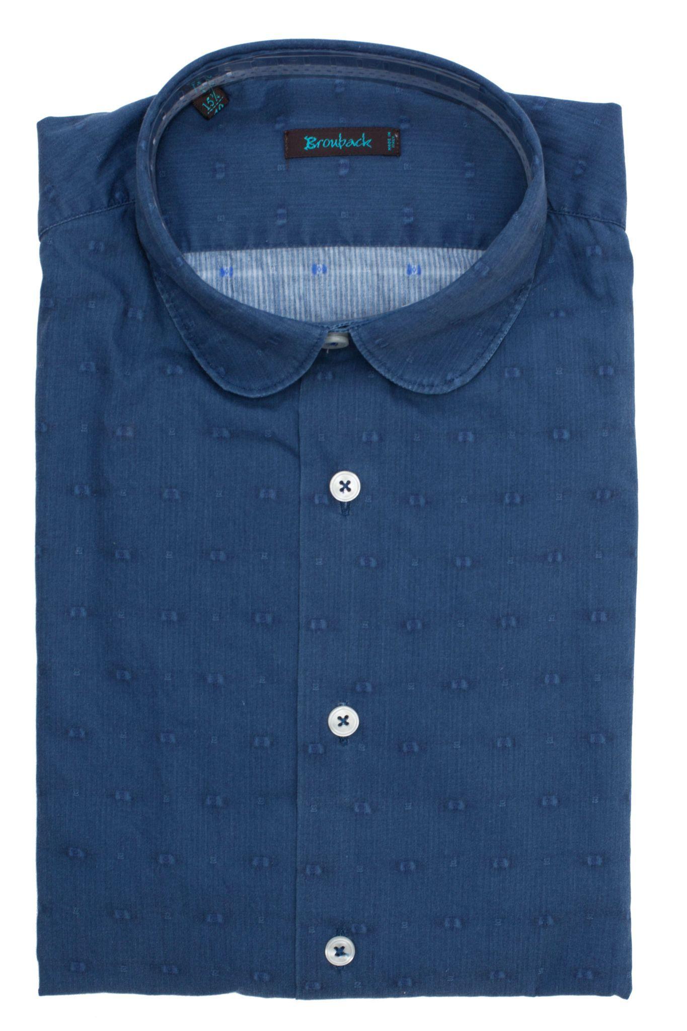 Синяя рубашка с округлым воротом и еле различимым голубоватым узором