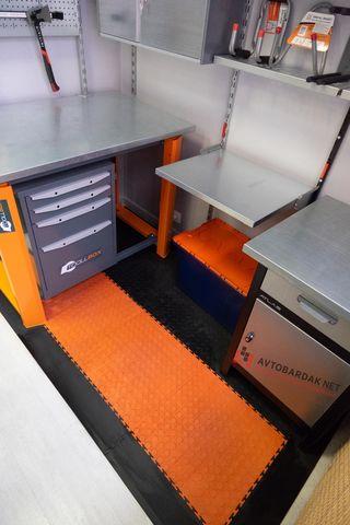 Оранжево-черное напольное ПВХ покрытие рабочей зоны 2130 х 1130 мм