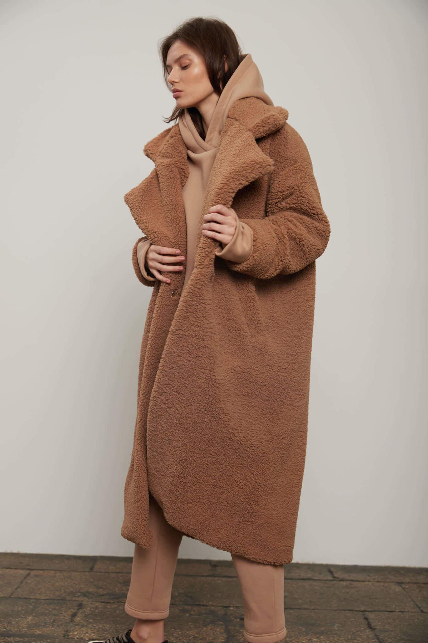 Пальто из экомеха, карамель