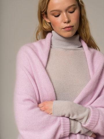 Женский шарф с рукавами розового цвета из ангоры - фото 3