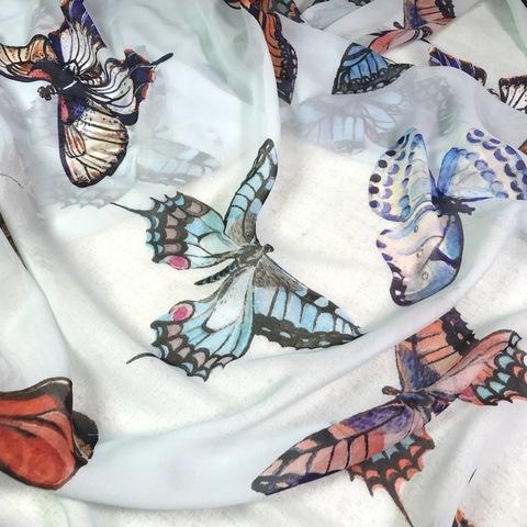 Ткань  шелк  шифон голубой с бабочками большими 1127