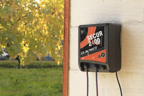 Купить генератор импульсов для электроизгороди Secur 2400 HTE Lacme в Москве
