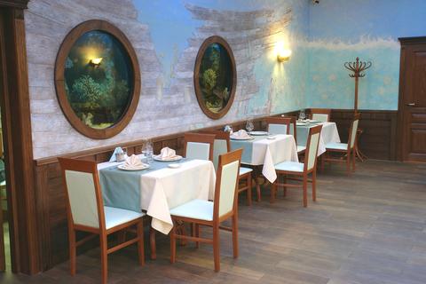 столы и стулья для ресторана