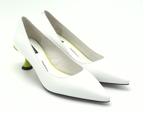 Туфли белые кожаные на каблуке-рюмочке