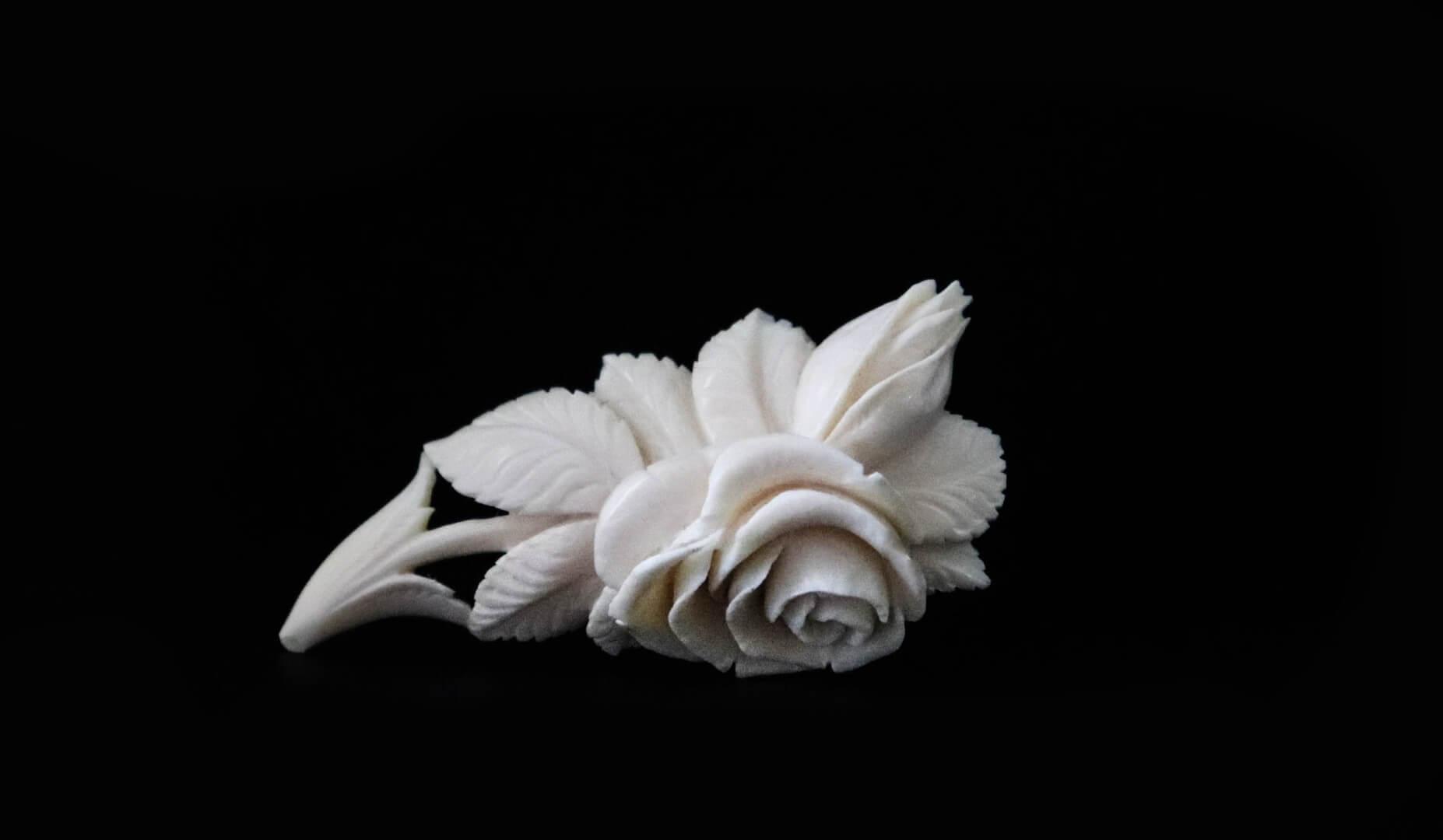 брошка ветка розы
