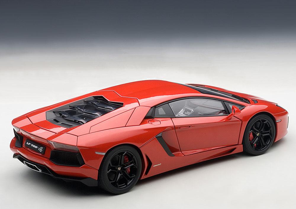Коллекционная модель Lamborghini Aventador LP700-4 Red 2011