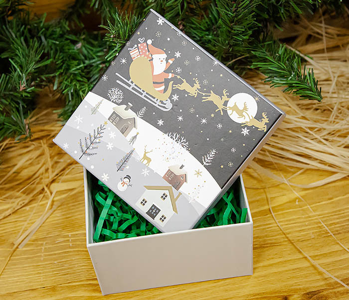 BOX261-1 Красочная новогодняя коробка с Дедом Морозом (9*9*7,5 см) фото 06