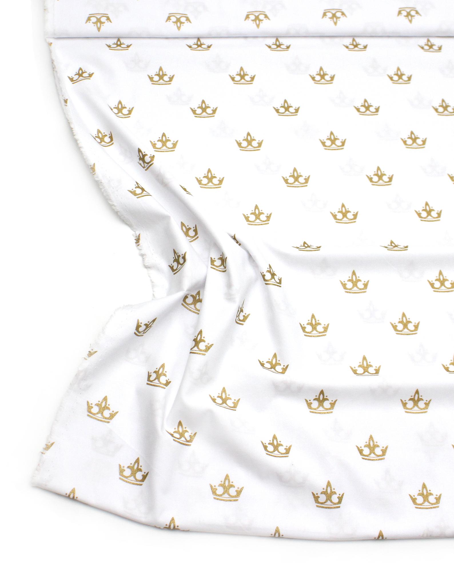 Короны золото на белом