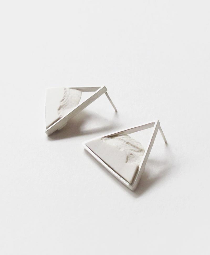 серьги-triangle-white-silver