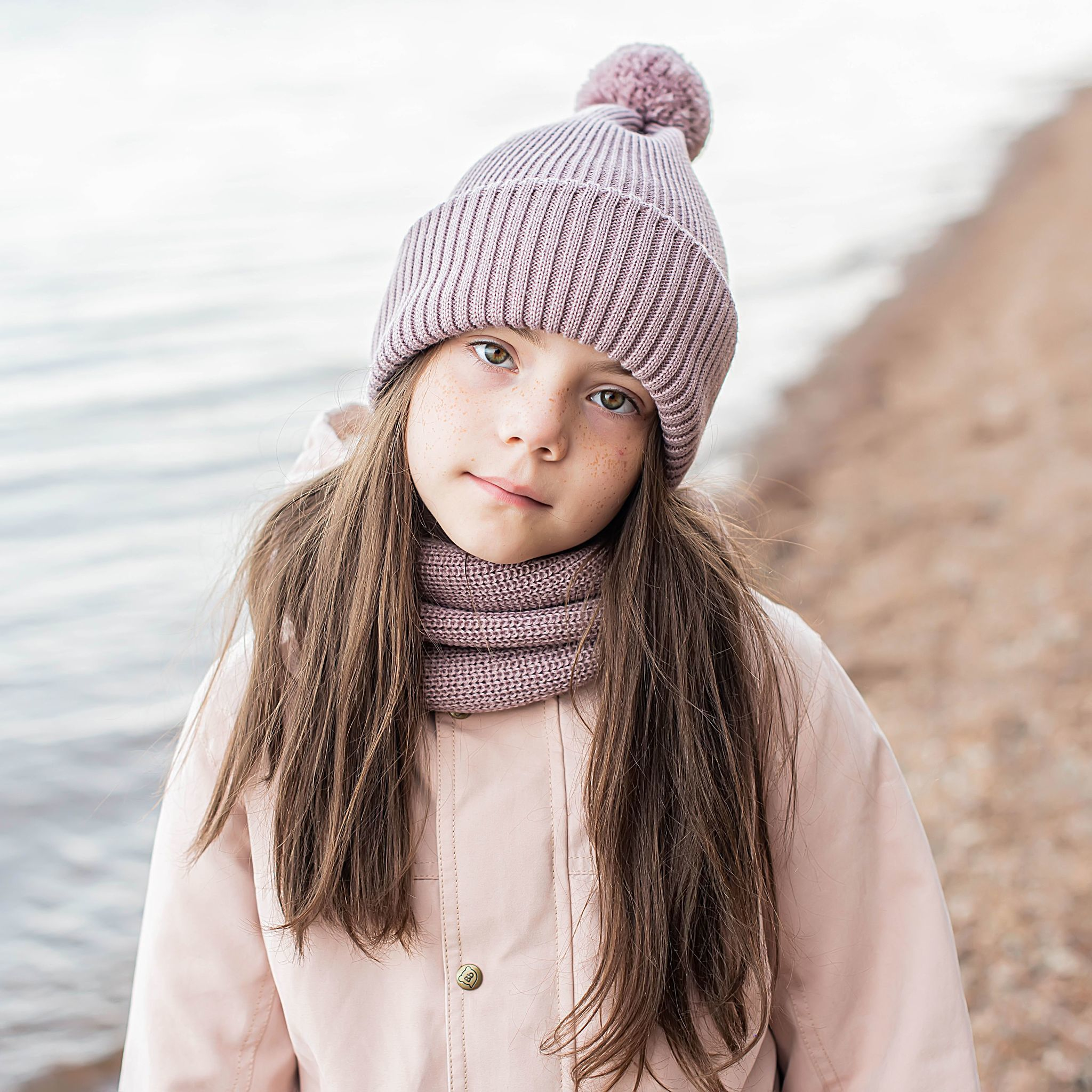Double turn-up hat with pompon for teens - Gray Rose