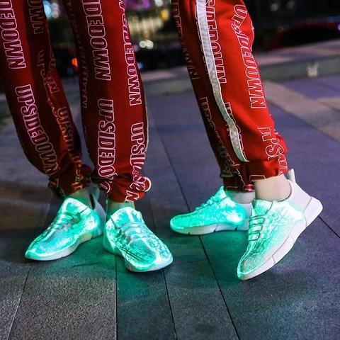 Светящиеся кроссовки с USB зарядкой на шнурках, цвет белый, светится верх. Изображение 23 из 23.