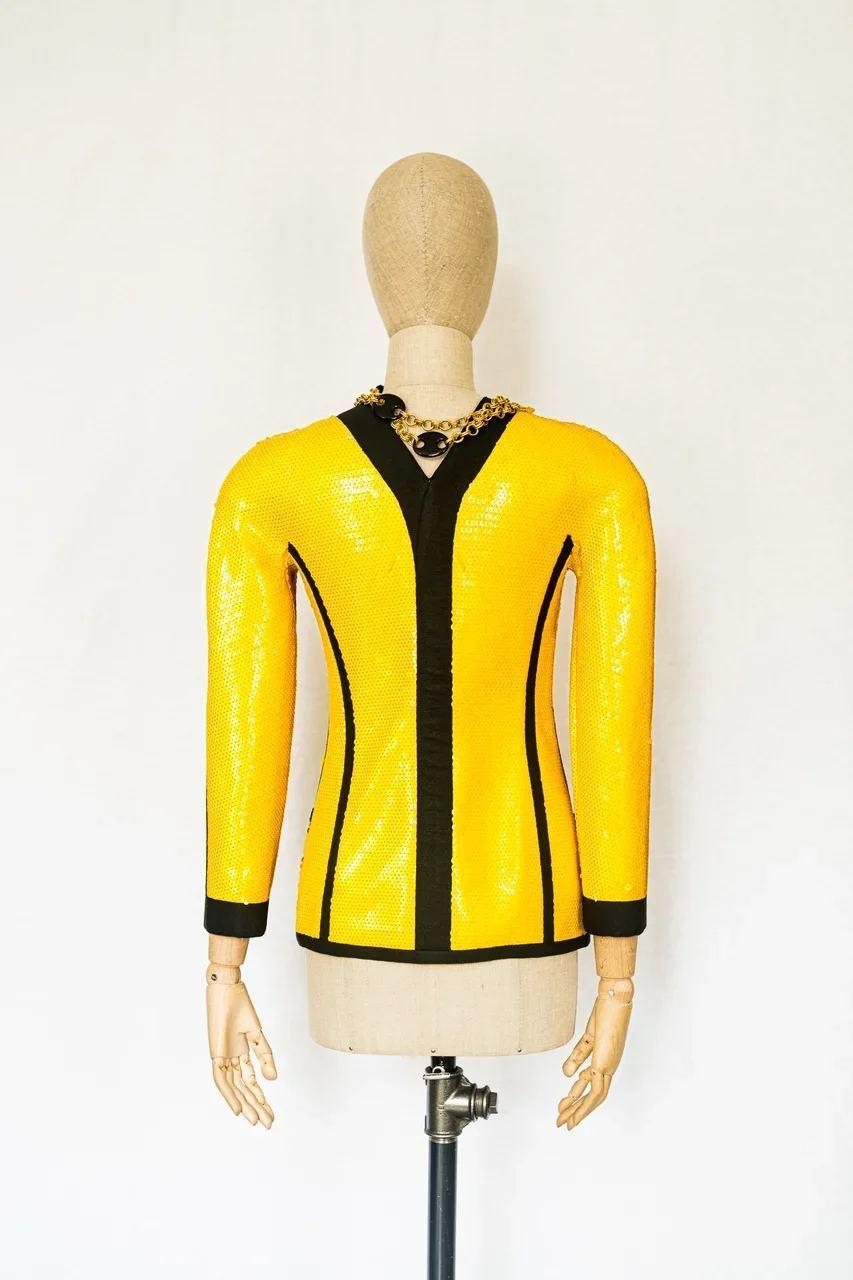 Ярко-жёлтый жакет с пайетками Chanel, 36 размер