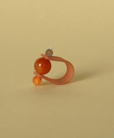 Кольцо на темно-розовом ремешке Солнечная Планета