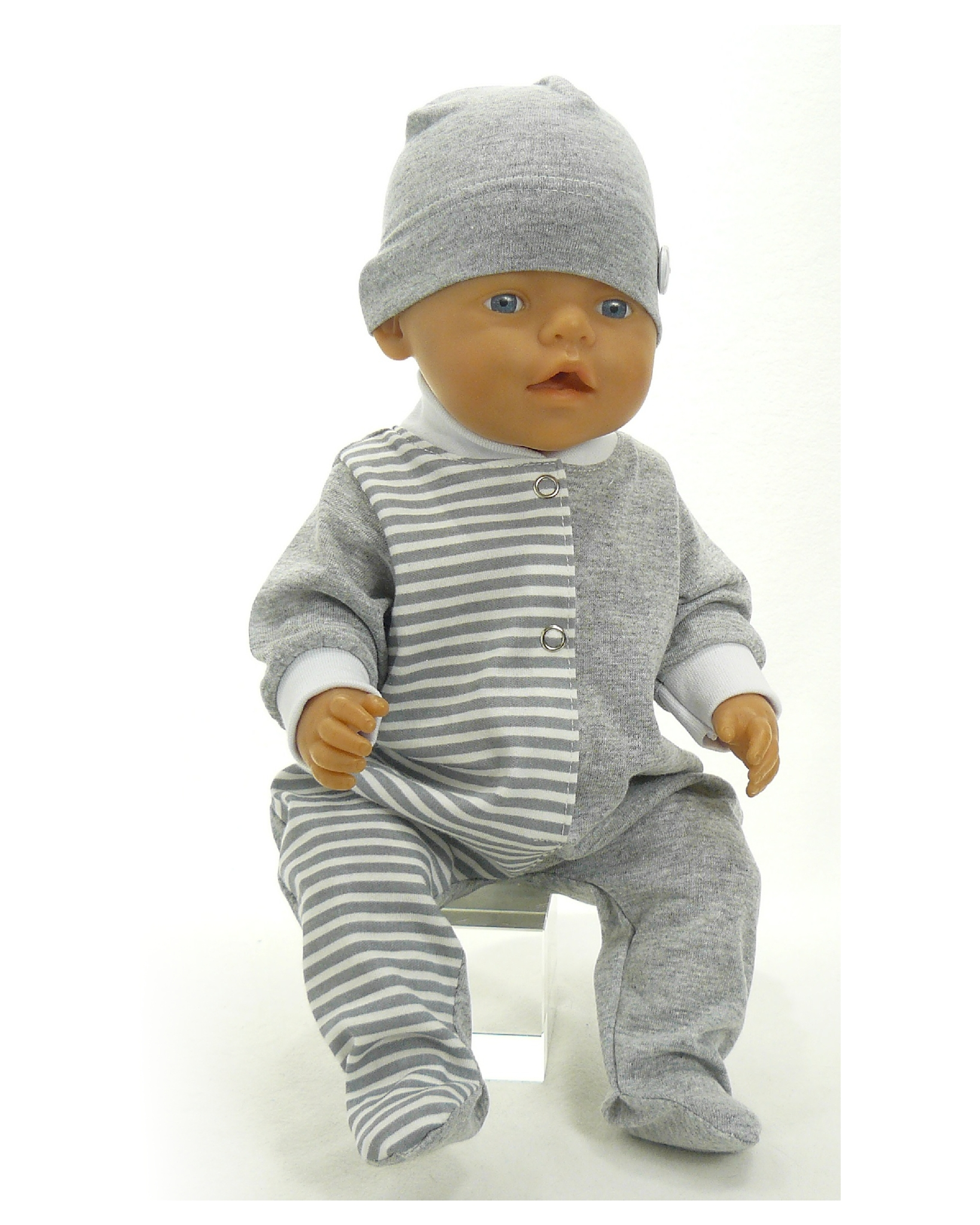 На кукле ползунки