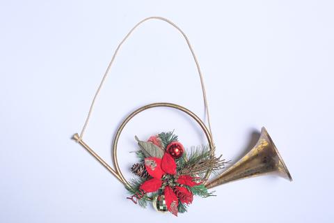 Рождественский аксессуар. Горн с цветком Пуансетии.