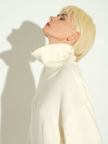 Женский свитер молочного цвета из шерсти и кашемира - фото 5
