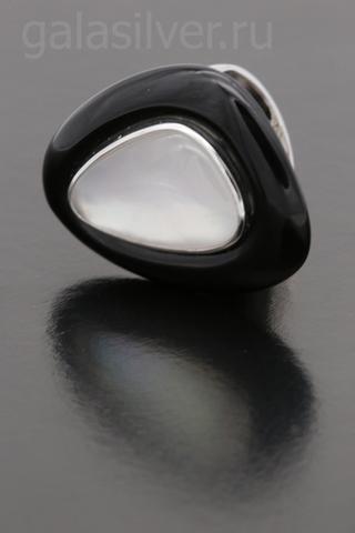 Кольцо с черным ониксом и перламутром из серебра 925