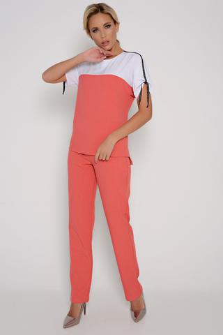 """<p>Наш брючный костюм из новой коллекции """"Весна 2020"""" гарантирует Вам удобство, а также свободу движения. Он удовлетворит вкус каждой модницы. Блузон свободного кроя, с лампасами и удобные брюки с карманами, на резинке. <span>Брюки во всех размерах 98 см по внешнему шву.</span></p>"""