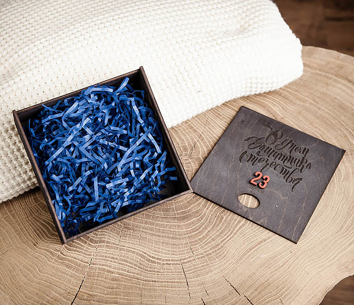 BOX215-1 Средняя деревянная подарочная коробка «С Днем Защитника Отечества» (17*17*7 см) фото 07
