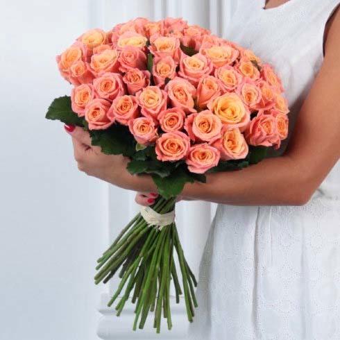 Букет 35 персиковых роз Мисс Пигги