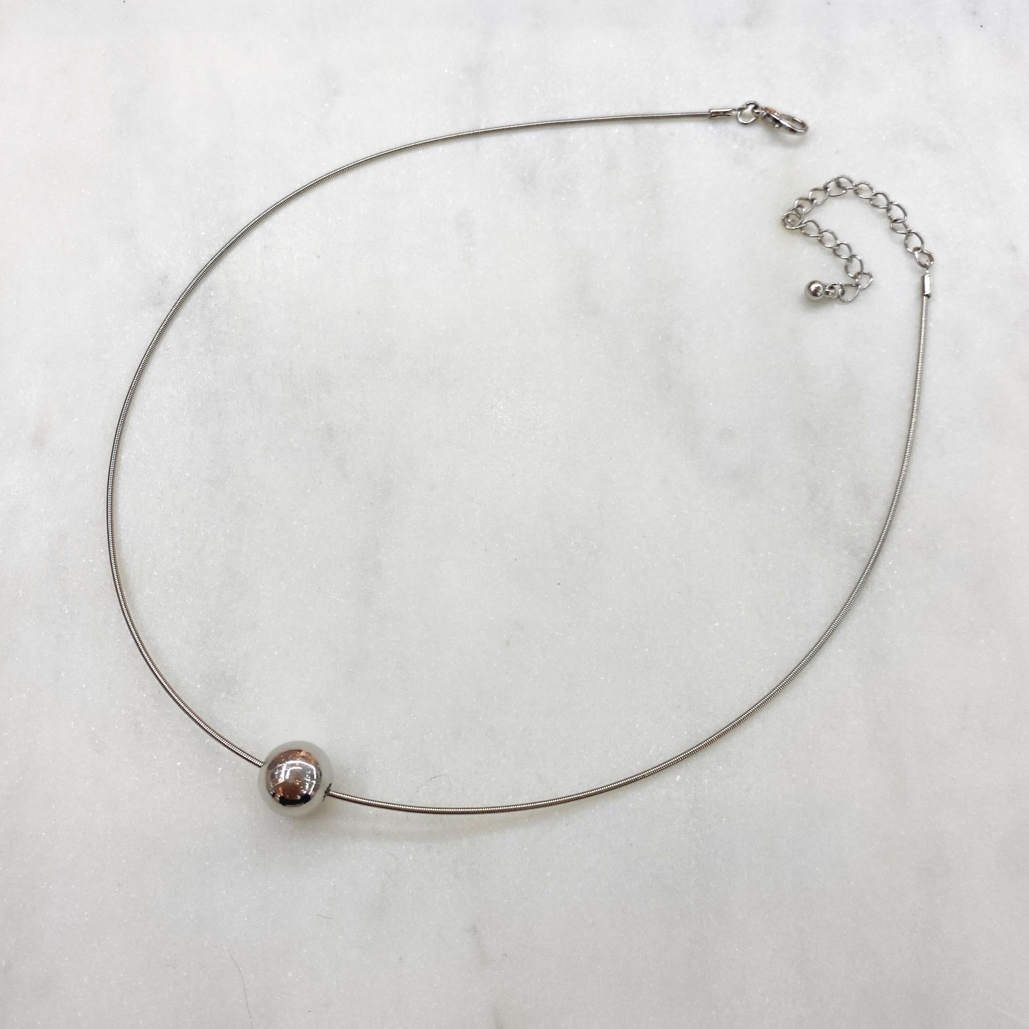 Колье На Основе-Пружинке с Шармом в Виде Бусины серебряный