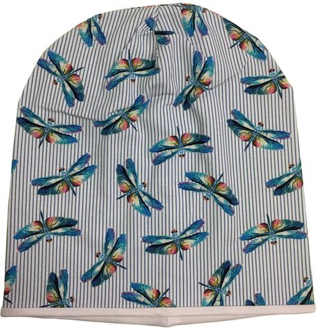 Удлинненная шапочка для лета из хлопкового и вискозного трикотажа со стрекозами на полосатом фоне.