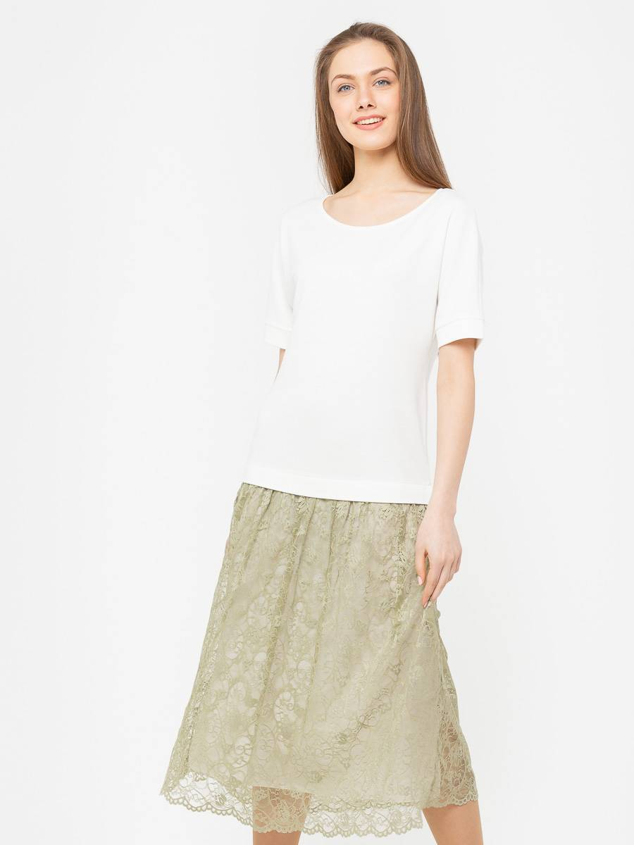 Платье З271-477 - Эффектное платье прямого силуэта, сочетающее в себе 2 вида ткани — верх из плотного трикотажа и юбка из нежнейшего гипюра (на фото справа). Эта модель хорошо сядет на фигуру любого типа, скрыв возможные недостатки.