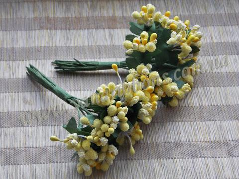 Тычинки с ягодами в букете желтые