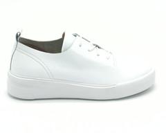 Бело-бежевые ботинки из натуральной кожи