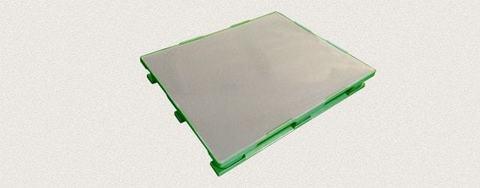 Поддон пластиковый сплошной 1200x1000x160 мм с полозьями, усиленный металлическим профилем. Цвет: Зеленый
