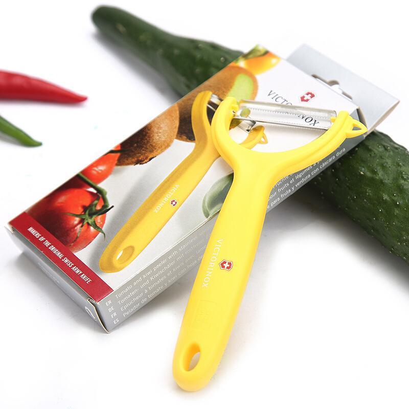 Овощечистка Victorinox (7.6079.8) универсальная, жёлтая | купить в интернет-магазине Wenger-Victorinox.Ru