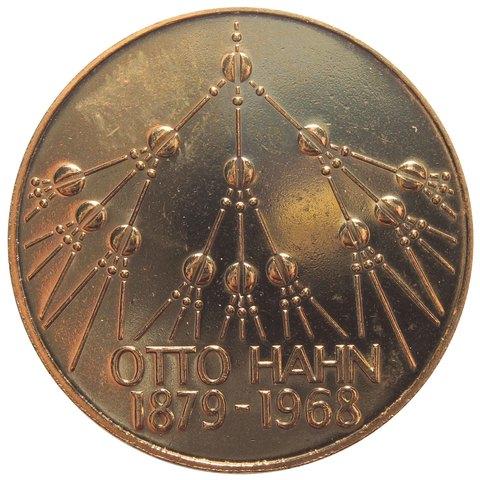5 марок.  100 лет со дня рождения Отто Гана (G) Медноникель с позолотой. 1979 г. UNC