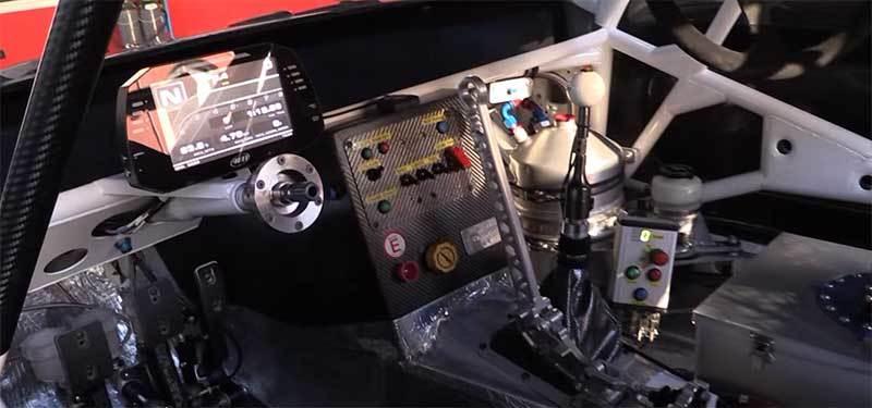 Вертикальный ручник установленный в гоночном авто