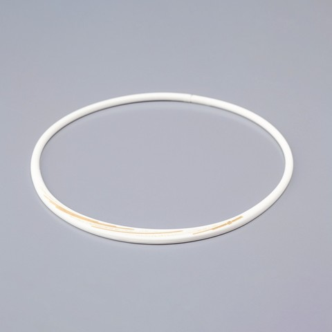 Ожерелье PHITEN RAKUWA NECKLACE S SLASH LINE, w lame (бело-золотой)
