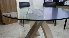 Скатерть круглая матовая 85 см на стеклянном столе
